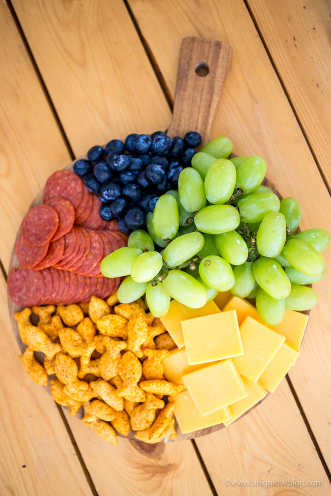 Perfect for after school snacks and more, put together an adorable and delicious Kids Rainbow Charcuterie Board with NEW Goldfish Epic Crunch!
