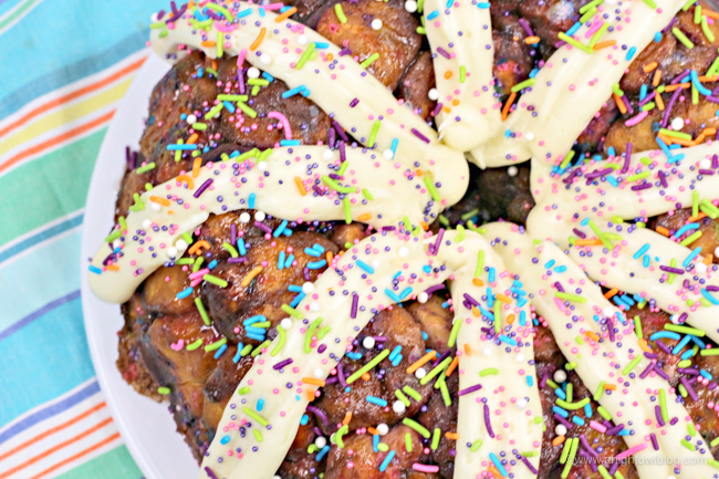 Perfect for Unicorn Breakfasts, Unicorn Parties or Unicorn Lovers in general, bake up a batch of this delicious and festive Unicorn Monkey Bread!