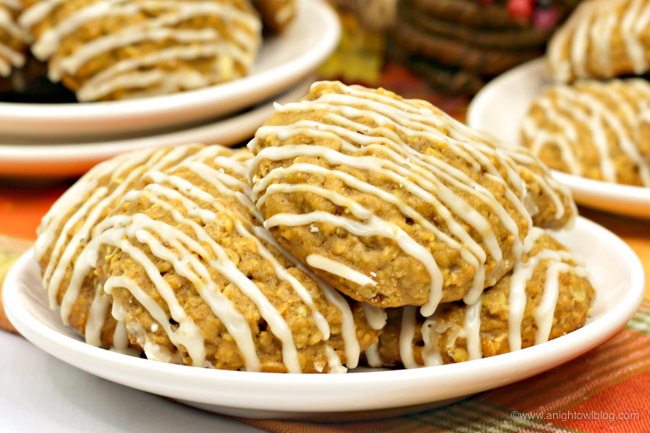 With all the flavors of fall in one bite, you're going to love these Pumpkin Oatmeal Cookies with Maple Icing!