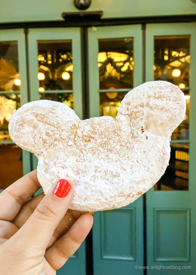 From Dole Whips to Mickey Beignets, discover 25+ of the Best Things to Eat and Drink at Disneyland!