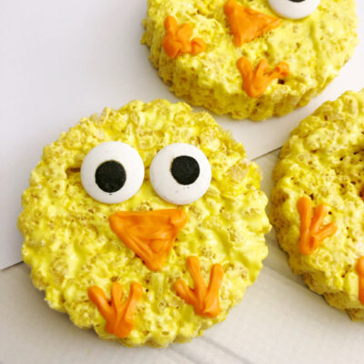 A fun and easy Spring or Easter treat, whip up these adorable Easter Chick Rice Krispie Treats in just minutes with a few simple ingredients!